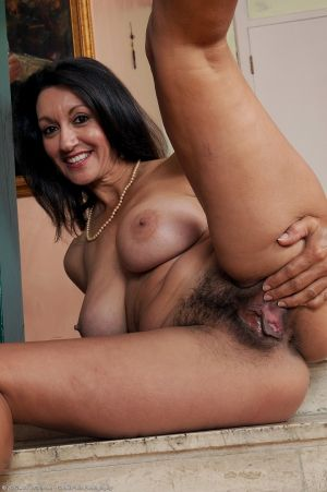 Hot nude moms hairy pussy