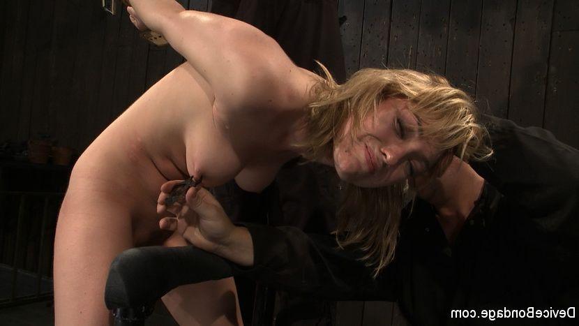 boobs Girls jiggling their