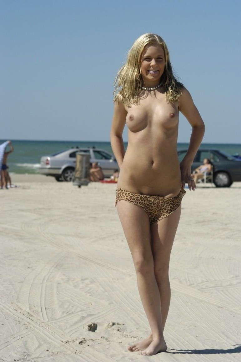 Amateur nude girls on beach