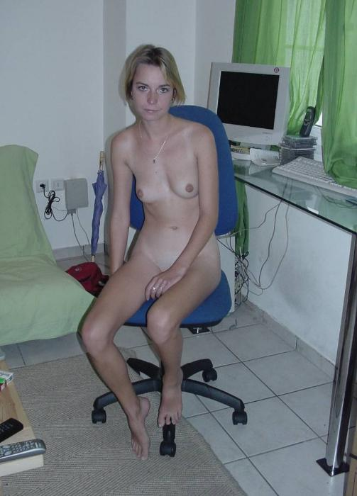 posing naked Housewife