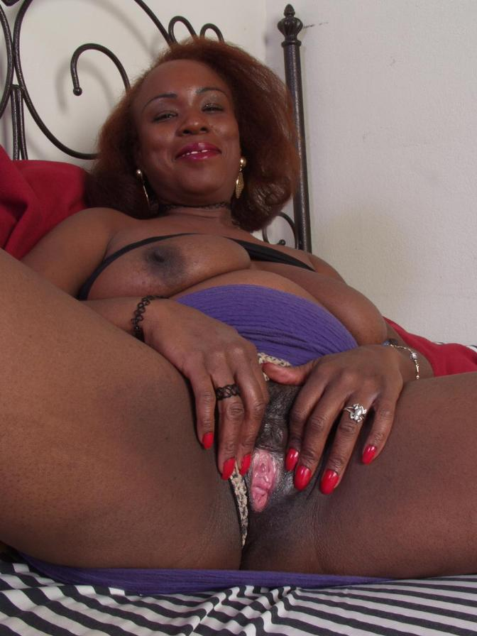 Mature african pussy