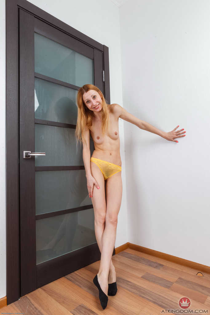 Skinny milf shows beautiful pussy