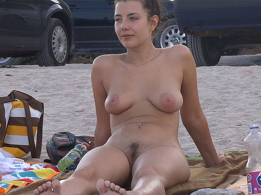 Nude hairy brunette pussy