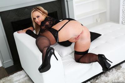 Sexy thick curvy milfs