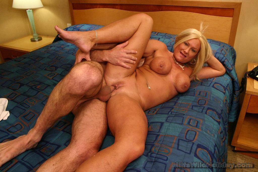 Horny amateur mature slut