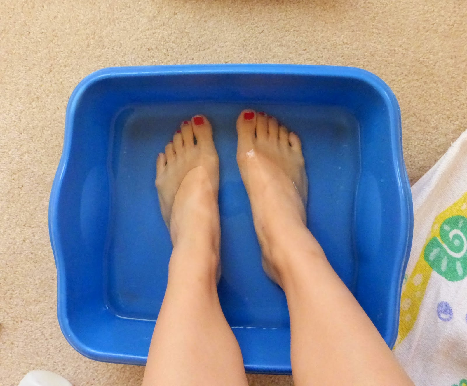 Linda lay feet