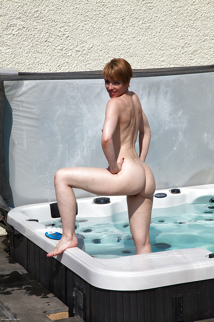 Mature pussy drilling near the jacuzzi
